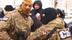 Đặc nhiệm Ukraine bịt mặt lục soát chung cư Làng Sen của người Việt