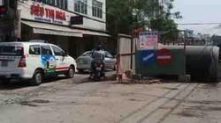 """""""Lô cốt"""" ngổn ngang ở cửa ngõ sân bay Tân Sơn Nhất"""