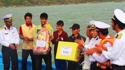 Tàu cá cùng 5 ngư dân Khánh Hòa thoát chết trên biển