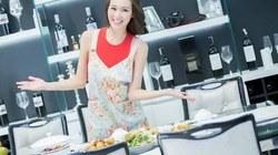 Khánh My trổ tài nấu ăn đón Tết