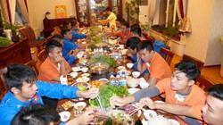 ĐT futsal Việt Nam được kiều bào ở Uzbekistan lo cả chuyện ăn uống