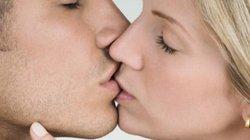 Những căn bệnh có thể lây lan từ... nụ hôn