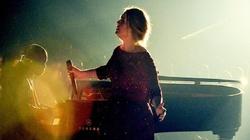 Adele thấy mình hoen ố vì trình diễn lỗi tại Grammy