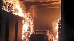 Bắt chuột rồi tẩm xăng đốt khiến nhà và ô tô cháy rụi