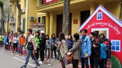 Xếp hàng xin chữ ký nhà văn Nguyễn Nhật Ánh náo nhiệt cả phố sách