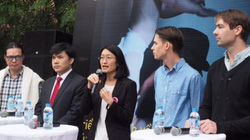 """Các ông chồng Việt Nam, Thụy Điển chia sẻ về công việc """"bỉm sữa"""""""