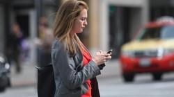 Mỹ: Vừa đi bộ vừa nhắn tin có thể bị phạt tù