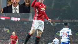 Rooney san bằng kỷ lục ghi bàn của Sir Bobby Charlton