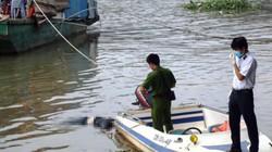 Thi thể người phụ nữ mắc cành tre nổi trên sông Hồng