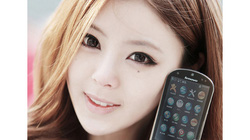 """Hotgirl xứ """"hoa anh đào"""" đẹp lung linh bên smartphone cổ"""