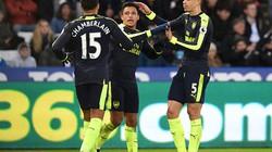 """Clip Swansea """"đốt nhà"""" 2 lần, Arsenal thắng tưng bừng"""