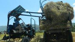Lão nông làm máy cào rơm, xóm làng vừa khỏe vừa sạch