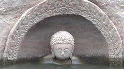 """TQ: Tượng Phật bí ẩn 600 tuổi """"trồi lên"""" giữa hồ nước"""