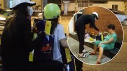 Hà Hồ chạy xe máy tặng quà cho người nghèo lúc nửa đêm