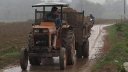 """Bão lũ """"chặt đứt"""" con đường  nông thôn mới"""