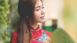 Elly Trần khi mặc áo dài kín đáo cũng vẫn quyến rũ sexy