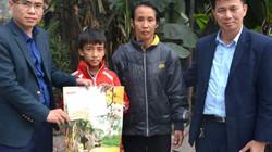 """Gom Tết ấm đến gia đình """"Bố mẹ nhặt rác"""" ở Hạ Long"""