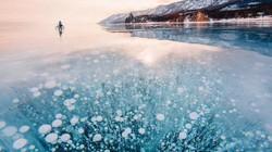 Kì vĩ cảnh bong bóng kẹt dưới hồ băng sâu nhất thế giới