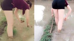 """Hot girl """"làm ruộng"""" khoe chân trắng nõn khiến cộng đồng mạng tò mò"""