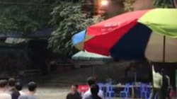Clip: Chập điện ở chùa Hương, du khách hoảng loạn bỏ chạy