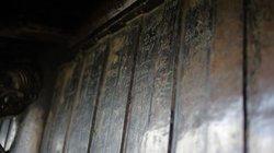 Chùa Đồng Yên Tử bị khắc nham nhở, nhét đầy tiền lẻ