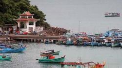 Ca nô chở 14 người chìm giữa biển đã bị cấm hoạt động