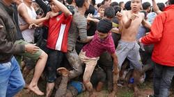 Vỡ trận hội cướp phết Hiền Quan: Giẫm đạp lên nhau để cướp phết