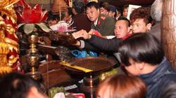 Khai ấn đền Trần 2017: Cất đồ lễ, không còn cảnh tranh cướp lộc