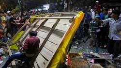 Ảnh: Hàng nghìn người tranh cướp đồ cúng giữa đêm ở miền Tây