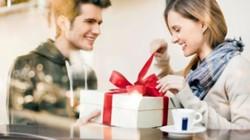 """Chồng tặng quà Valentine khiến tôi """"sốc nặng"""" sau 10 năm không có gì"""