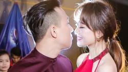 Đỏ mặt ngắm những pha hôn nhau của vợ chồng Trấn Thành Hari Won