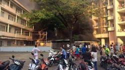 Nhà xe KTX Đại học Y Dược TP.HCM phát hỏa, sinh viên hoảng hồn
