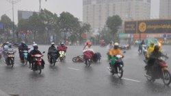 Sài Gòn bất ngờ mưa như trút nước giữa mùa khô