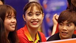 """""""Đứng hình"""" trước hotgirl bóng chuyền 15 tuổi Đặng Thu Huyền"""