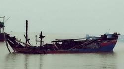Thanh Hóa: 3 tàu cá bất ngờ bốc cháy dữ dội trong đêm