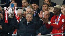 Vì sao HLV Mourinho không ăn mừng khi M.U vô địch?