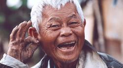 Dù làm gì, hãy cứ sống lạc quan như lão nông 76 tuổi này!