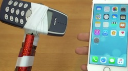 "Nokia 3310 hóa búa tạ ""tẩn"" iPhone 7"