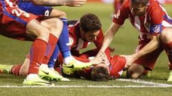 """Cận cảnh tình huống Torres đối mặt """"thần chết"""""""