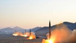 Khoảnh khắc 4 tên lửa Triều Tiên đồng loạt rời bệ phóng