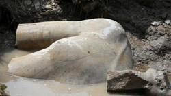 Phát hiện tượng vua Ai Cập khổng lồ dưới khu ổ chuột