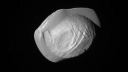 Vệ tinh siêu nhỏ giống hệt đĩa bay của sao Thổ
