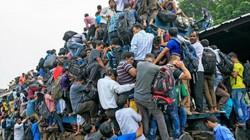 Rợn gáy cảnh nghìn người chen lên nóc tàu ở Bangladesh