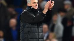 """Mourinho """"khen đểu"""" trọng tài bắt trận Chelsea vs M.U"""