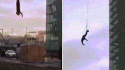 Đập đầu xuống đất khi nhảy bungee từ cần cẩu cao trăm mét