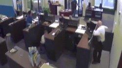 Cựu cảnh sát Mỹ bắn chết kẻ cướp ngân hàng như phim