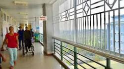 Quảng Ngãi: Bệnh viện lắp rào sắt để chống nhảy lầu tự vẫn