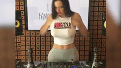 Những hành động không ngờ của DJ bị rơi miếng độn ngực
