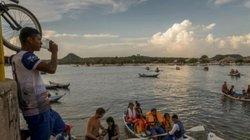 Bãi tắm kì lạ đầy muỗi và kiến giữa rừng rậm Amazon