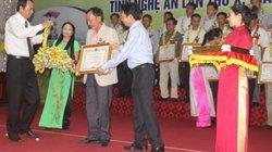 Tôn vinh 131 hộ nông dân Nghệ An giỏi tiêu biểu